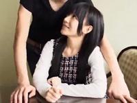 清純系黒髪の美少女が下品なバキュームフェラ→爆発寸前チンポでズボハメ!