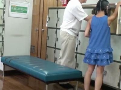 お父さんと一緒に男湯に来たガチロリ美少女が他の客に無理やり犯され処女喪失w