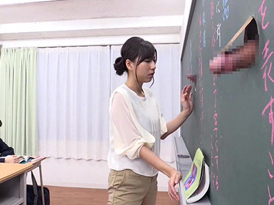 壁からチンポが生えてくる学校で当たり前のように即フェラするJKと女教師