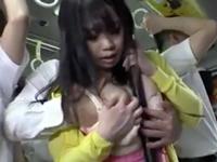 「あっそんなつもりじゃ‥」バス内で明らかに誘ってくる巨乳娘をその場で生挿入!