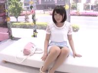美少女の3Pエロ動画無料。「奥まで当たってるッ!