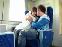 素人の生挿入エロ動画無料。素人の奥さまと公共施設でどこまでデキるか試した結果→新幹線で生挿入!