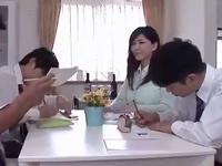 女教師のレイプエロ動画無料。自宅で補習をしていたら教え子たちから連続挿入レイプを受ける女教師