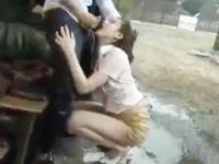 ゲリラ豪雨で人妻のスケブラに発情→廃墟連れ込みレイプハメ!