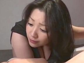 元芸能人小向美奈子が規格外の爆乳を揺らしならが悶絶!
