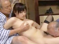 大きすぎる乳に性的興奮を抑えきれずもう種もないような老人が中出しSEX