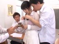 「やだっ!やめてええぇ!」巨乳女教師が生徒達に教室でレイプされる!