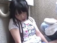 童顔ロリ娘が強制イラマチオ→69体勢でチンポを喉奥に突っ込まれ悶絶!