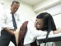 「おっきすぎるよぉ」巨根教師が巨乳JKにぶち込み教室でズボハメ!
