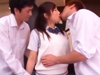 「すっごいいっぱい出たぁw」アイドル級ロリ美少女が巨根にご奉仕フェラ→大量顔射!