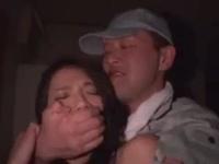 「やめっ…やめてええぇ!」家に侵入してきた泥棒にレイプされる人妻w