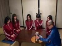女子5人、男子1人の陸上部が秋の合宿→美人部員が田中くんを教育的性指導