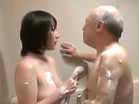 介護の一環で年老いた義父チンポをオッパイでお掃除する淫乱巨乳妻