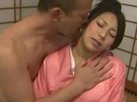 浴衣姿のむっちり巨乳娘がおじさんチンポハメられマジヨガり→大量顔射!