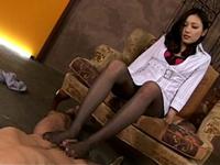 褐色ギャルや白ギャルのパンスト美脚の足コキ放出