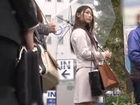 モデル級の長身美女がバス通勤中にキチレイプされる