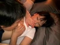 「もうやだぁっ!」旦那の隣で寝ている色っぽいお姉さんをハメ撮りレイプ
