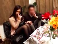 夫と一緒にマッサージ店へ来た人妻が膣内射精レイプで涙目