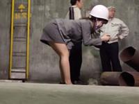 公衆便所でチンポに跨がり激しい腰使いでザーメンを噴射させる巨乳OL