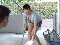 ノーブラ胸チラしながら掃き掃除してる近所の奥様を襲うリーマン