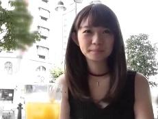 チッパイな美少女とホテルで生々しいハメ撮り!