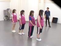 ダンスレッスン中のロリアイドルの無毛マンコにプロデューサーが中出し調教!