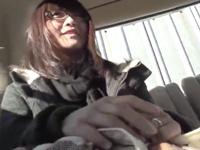 あまり手慣れていないガチ素人妻がナンパで車に乗った時のフェラ