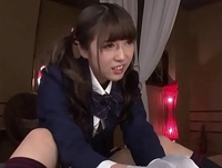 美少女JKがチンポを手コキ&フェラでご奉仕!