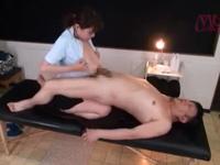 ボインマッサ嬢の引き締まった膣中に大量のザーメンを注ぎ込む!