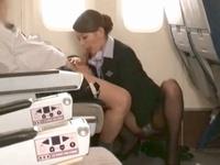 「気持ちいいですか?」美人すぎるCAさんが乗客チンポを自ら挿入する極上サービスw
