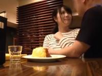 カフェでバイトする清楚系な素人娘を口説き落としホテルで3Pハメ