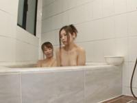 同じマンションに住むド変態な幼馴染の美人姉妹と3P