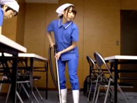 社内でこっそりフェラしてるところを見た人妻清掃員が欲情→他のリーマン誘惑してズボハメ開始w
