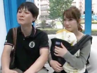 子連れの新婚素人ナンパ→初対面男性が人妻を中出し寝取り!
