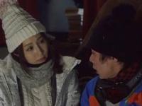 2人きりの雪山の小屋で佐々木あきが男を誘惑→中出し三昧