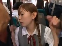 バス内で抵抗なくオジサンチンポを受け入れるビッチなJK