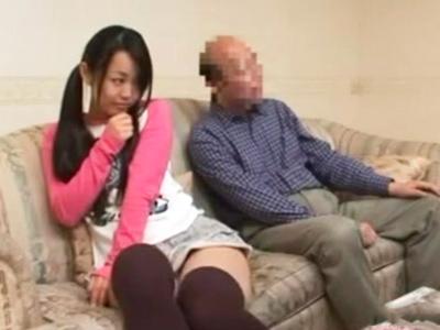 親子で電マやバイブを使い出し勃起した父を抜く娘