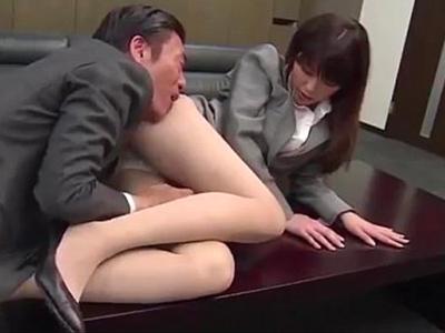 美人秘書を調教してパンスト美脚とマンコで性奉仕するように教育