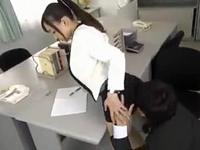教師同士で発情して職員室でパンスト穴あけ挿入しちゃう