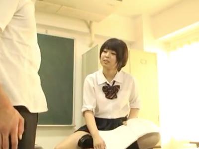 「ちょ…大っきぃッ」クラス一の美少女と教室で中出し性交
