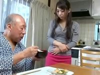 オナニーしながらお爺ちゃんを誘惑するビッチな人妻w