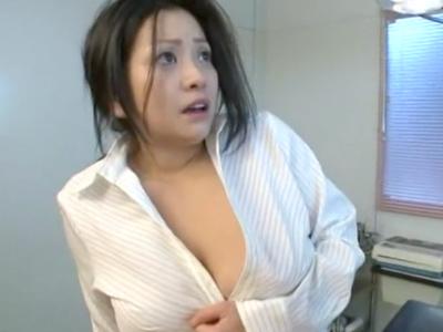 「嫌…ゃッ」女医の小向美奈子診療室で無理やりレイプ!