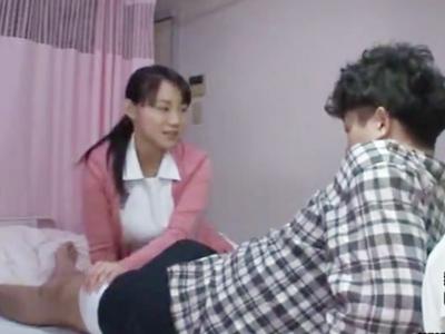 入院中の患者を誘惑して病室ベッドでイチャパコ始める爆乳ナース