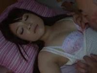 寝ている息子嫁に発情した義父が夜這い→初めての他人棒に背徳イキする不貞人妻w