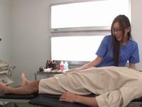 勃起してる患者のチンポを騎乗位で搾精する痴女医w