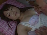「んんっ…ぁっ」ジジイに夜這いされ声を押し殺しながらピストンに悶える美女w
