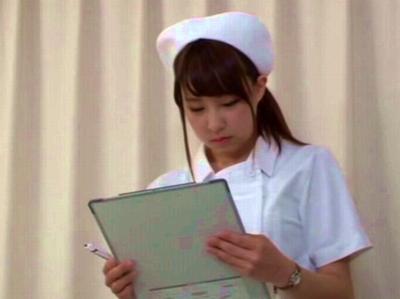 童貞の患者に発情した巨乳ナースがベッドで筆おろしパコ開始w