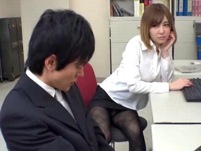 隣の席で誘惑してくる痴女OLに我慢できずオフィスで生パコ!