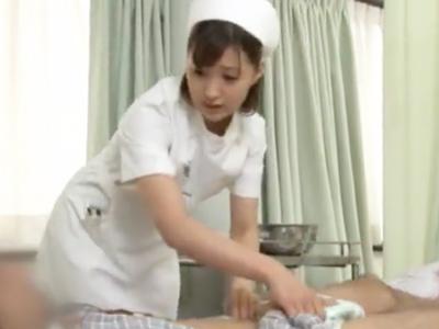「いっぱぃ出ましたねっ」看護婦が性欲の溜まった患者チンポを手コキフェラ抜き