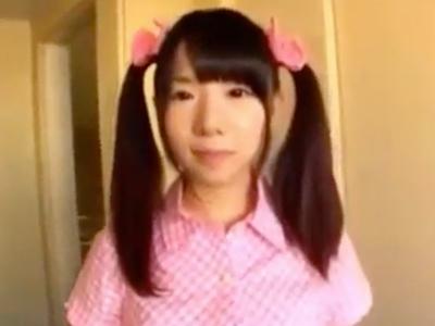 ロリ美少女を素人男性宅にデリバリー→フェラ&手コキが始まった!